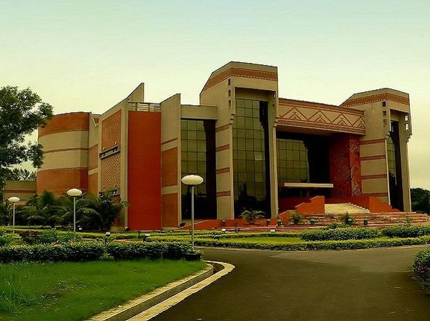 IIM Calcutta rolls out new 6-month FinTech and Blockchain course